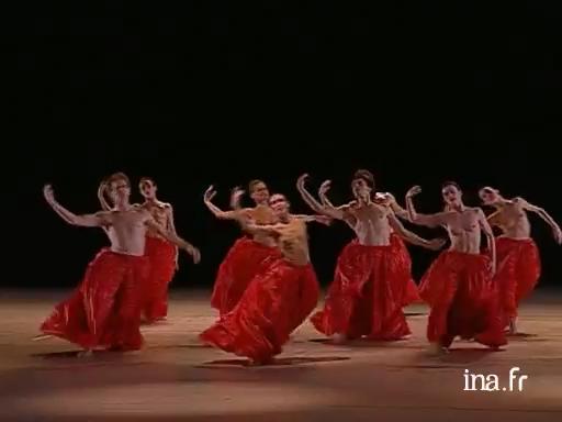 Ces deux danseuses font bander les mecs - 1 5