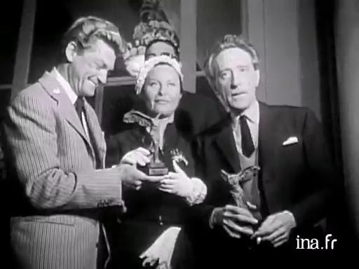 "Awarding of the ""Victoire du cinéma français"" awards at the opening of the 1951 Festival"