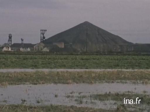 M moires de mines paysage minier autour de douai - Piscine courcelles les lens ...