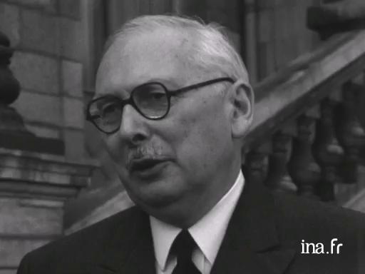 René Pleven s'exprime après une réunion de la CODER