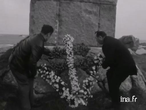 Hommage à Charles de Gaulle à l'Ile de Sein |